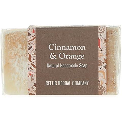 El jabón hecho a mano a base de plantas celta, canela y naranja