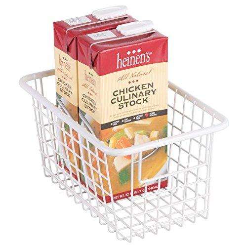 mDesign Drahtkorb mit Griffen zur Lebensmittelaufbewahrung – robuste Küchenaufbewahrung aus Metall – mattweiß