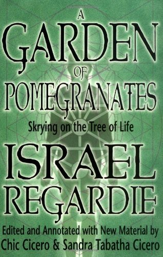 A Garden of Pomegranates: Skrying on the Tree of Life (English Edition)