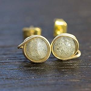 Vergoldete Edelstein Ohrstecker für Damen mit echtem, grauem Labradorit / 6 mm / facettiert / Design und Handarbeit von Silber & Stein