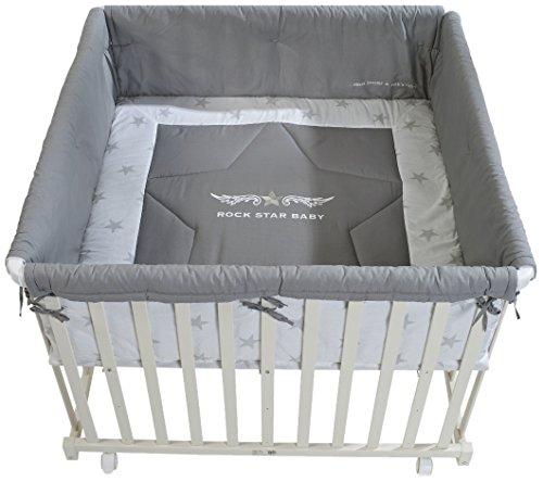 roba Laufgitter 'Rock Star Baby', Laufstall 100x100 cm, sicheres Spielgitter inkl, Schutzeinlage & Rollen, Baby Krabbelgitter, Holz weiß
