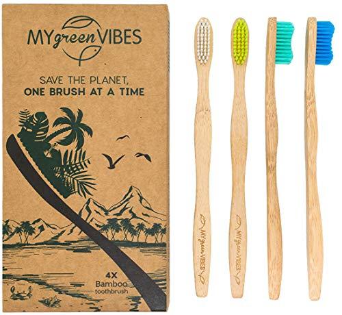 My Green Vibes Bambus-Zahnbürsten – 4 Stück für Erwachsene – Premium mittelweiche bunte Borsten – BPA-frei – biologisch abbaubarer Holzgriff – Familie recycelbar – umweltfreundliches Reise-Set