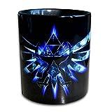 Tasse für Fans von Zelda Hyrule Emblem! Wer es gern spielt, liebt die Tasse.Echte Handarbeit! Designer Tasse aus brillanten Porzellan - Tasse, Becher, Kaffeetasse, Milchtasse, Teetasse Keramik Tasse, 330ml, Geschenk für Freunde! Designer Geschenkverpackung inklusive!! (schwarz blau)