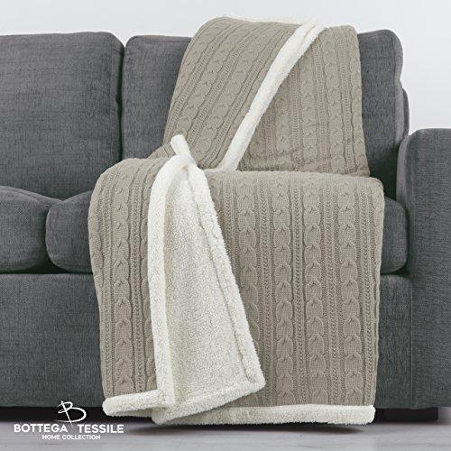 Plaid Cardigan, in warm Strick geflochten mit Rückseite aus weichem Lammfell. Verschiedene Größen und Farben sortiert. 130_x_160_cm beige (Cardigan Geflochtener)
