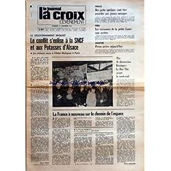 CROIX L'EVENEMENT (LA) [No 27326] du 17/11/1972 - LE GOUVERNEMENT INQUIET LE CONFLIT S'ENLISE A LA SNCF ET AUX POTASSES D'ALSACE - LES MINEURS RECUS A L'HOTEL MATIGNON A PARIS PAR HENRI TINCQ - FAMILLE DES PRETS SPECIAUX VONT ETRE ACCORDES AUX JEUNES MENAGES - PARIS LES RAVISSEURS DE LA PETITE LAURE SONT ARRETES - ARGENTINE PERON ARRIVE AUJOURD'HUI - PAS DE DISCUSSION KISSINGER - LE DUC THO AVANT LE WEEK-END - LA FRANCE A NOUVEAU SUR LE CHEMIN DE L'ESPACE PAR MICHEL CHEVALET - LA HAUSSE DES PRI