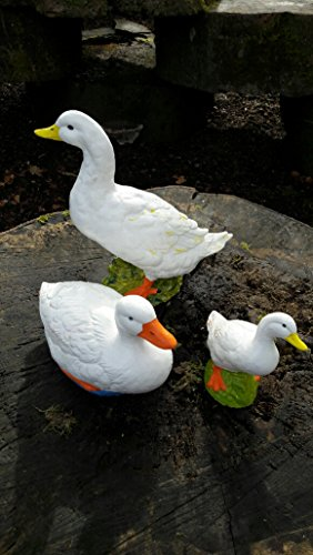 GARDEN-ORNAMENT-SWIMMING-MOTHER-DUCK