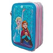 Grazioso borsello porta colori a 3 zip che raffigura i personaggi di Elsa e Anna della favola di Frozen del mondo Disney. Il borsello è composto da 3 scomparti ogniuno di essi chiuso con un cerniera, nel primo troverete 1 matita, 2 penne, 1 g...