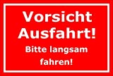 Schild Vorsicht Ausfahrt bitte langsam fahren – 15x20cm, 30x20cm und 45x30cm – Bohrlöcher Aufkleber Hartschaum Aluverbund -S00100D