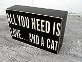 Wandschild / Plakette, aus Holz, mit Aufschrift in englischer Sprache: Alles was du brauchst ist Liebe ... und eine Katze