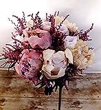 Ramo de novia elegante elaborado por nuestras floristas con peonias y lisianthus preservados para durar muchos años.