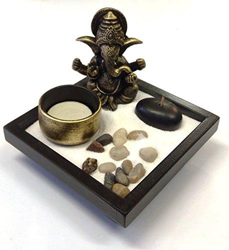 giardino zen con ganesha, sabbia, rocce, candela, portaincenso, per feng shui base quadrata