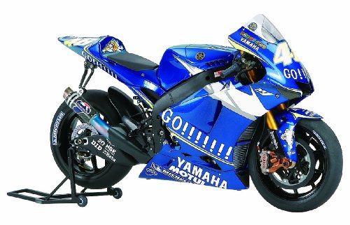 Tamiya 14116 - Maqueta Para Montar, Moto GP Yamaha YZR-M1 Año 2005 - V. Rossi (46) / C. Edwards (5) Escala 1/12