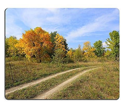 MSD en caoutchouc naturel Tapis de souris Image ID: 32232607pommes et citrouilles en tissage Orange paniers décoré avec des fleurs et feuilles d'automne sur banc en bois rustique Écoulé sur fond vert