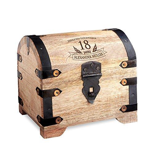 Casa Vivente Schatztruhe mit Gravur - Zum 18. Geburtstag - Personalisiert mit Namen - Aufbewahrungsbox aus hellem Holz - Verpackung für Geld und Gutscheine - Geschenkidee zur Volljährigkeit