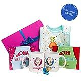 Oma Opa werden Geschenk Set * Oma Opa Geschenk * Geschenk für werdende Omas und werdende Opas mit zweimal Buch, OMa Tasse und Opa (je beidseitig beruckt), Lätzchen und Schnuller - werdende Oma und Opa Geschenke - Geschenkidee für Oma und Opa in bunter Geschenkbox inkl. 2 GRATIS Glückwunschkarten mit der Aufschrift DU BIST OMA! und DU BIST OPA! - frischgebackene Großeltern Geschenk