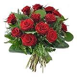 Ramo de 12 rosas rojas naturales frescas de 55 cm recién cortadas con verde ornamental.