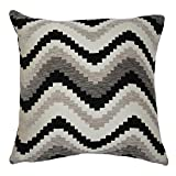 McAlister Textiles Aztec Kollektion | Kissenbezug im geometrischen Navajo-Muster 50cm x 50cm in Schwarz & Grau | Deko Kissenhülle für Zierkissen, Sofa, Bett, Couch