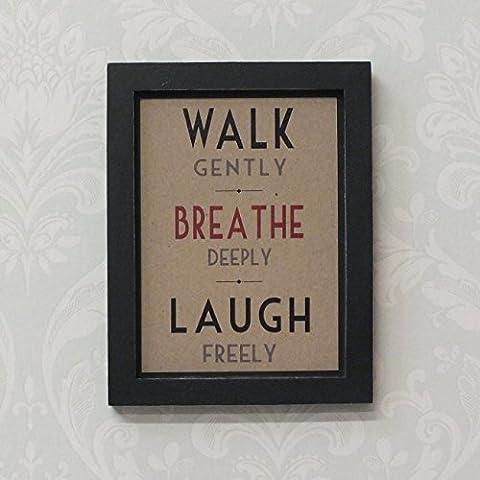Walk delicatamente respirare liberamente Deeply Stampa incorniciata, Laugh