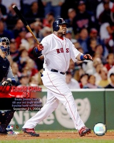 The Poster Corp David Ortiz - 09/21/06 51st H.R. with Overlay Photo Print (40,64 x 50,80 cm) -