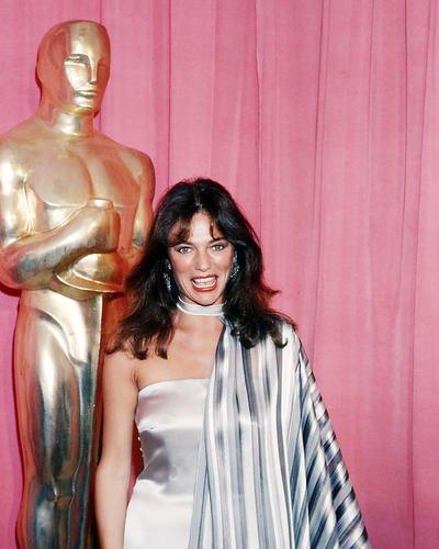 Nostalgia Store Jacqueline Bisset 10x 8Werbe, offen 1970's vor Foto von Oscar Statue