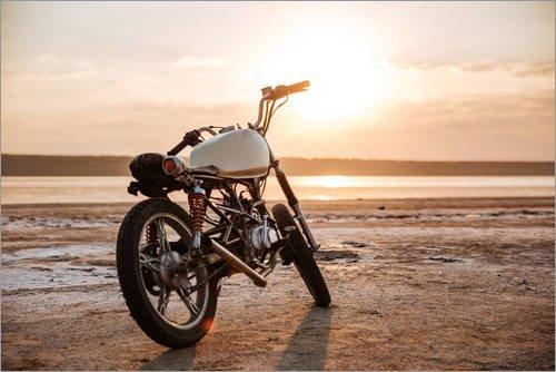 Posterlounge Leinwandbild 180 x 120 cm: Vintage-Motorrad in der Wüste von Editors Choice - fertiges Wandbild, Bild auf Keilrahmen, Fertigbild auf echter Leinwand, Leinwanddruck - Sonnenaufgang In Der Wüste Fertig