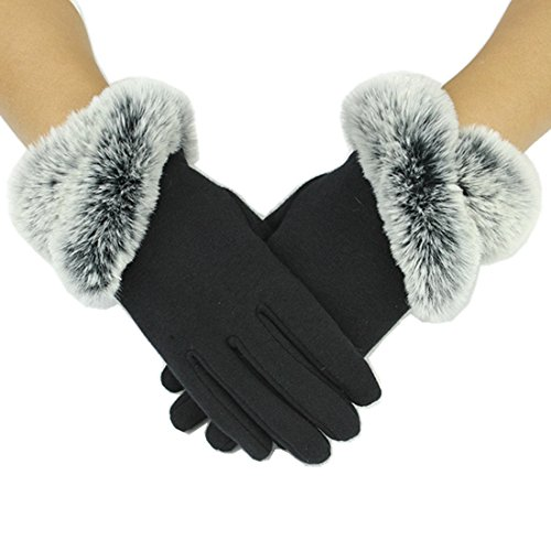 Un paio di guanti da donna che ricordano l eleganza delle dive d altri tempi b1315a3d2b78