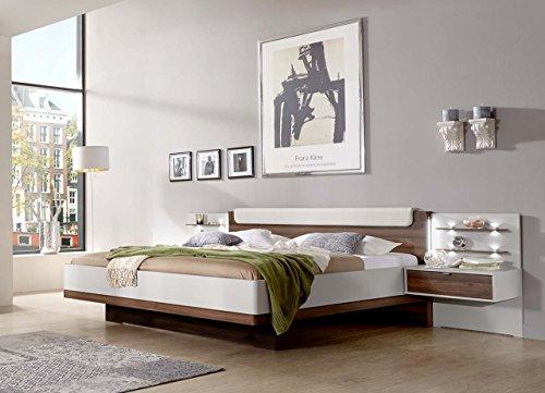 lifestyle4living Bett, Futonbett, Bettanlage, Schlafbett, Doppelbett, 180x200 cm, Bettgestell, Nachtschrank, Nachttisch, Nocce, Nussbaum, Champagner, Creme, weiß