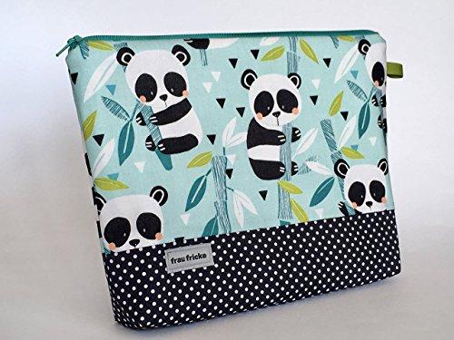 """Kulturbeutel\""""Panda\"""" Kulturtasche aus hochwertigen Designerstoff mit Pandabären und Punkten. Innen mit Wachstuch -abwaschbar- 100{29e09164acbacaac1e43152da6f34d7d1343e94a494a36cc982ab40a2acf75cc} Handmade by Frau Fricke näht"""