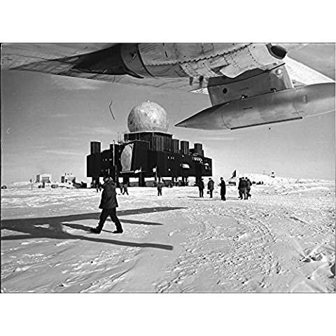 Vintage photo of At nine meters high legs in Greenland is the radio tower 'Dye (3 Radar)