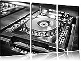 Monocrome, Grün beleuchteter DJ Pult 3-Teiler Leinwandbild 120x80 Bild auf Leinwand, XXL riesige Bilder fertig gerahmt mit Keilrahmen, Kunstdruck auf Wandbild mit Rahmen, gänstiger als Gemälde oder Ölbild, kein Poster oder Plakat