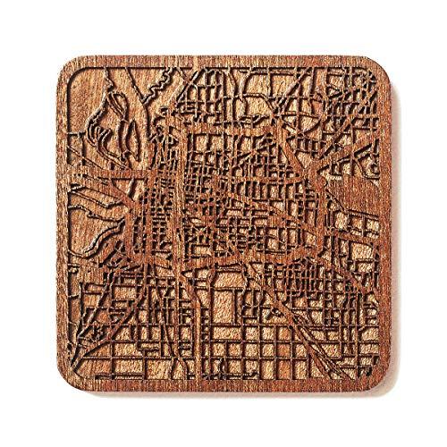 O3 Design Studio Untersetzer aus Sapeli-Holz mit Stadtkarte, Mehrstädte optional, handgefertigt