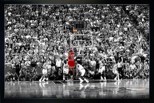 Michael Jordan Poster Last Shot 1998 Colorized (96,5x66 cm) gerahmt in: Rahmen schwarz