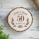 Casa Vivente Baumscheibe mit Gravur – Zur Goldenen Hochzeit – Personalisiert mit Namen und Datum – Aus Echtholz – Türschild und Wand-Deko – Geschenkidee für Paare zum 50. Hochzeitstag - 2