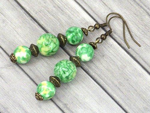 Trio Ohrringe in Bronze und weißen Jade Perlen in grün und gelb gefärbt (Bronze Trio)