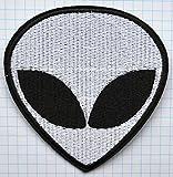 Stickbild mit Alienkopf und UFO zum Aufbügeln