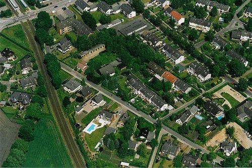 MF Matthias Friedel - Luftbildfotografie Luftbild von Glockenheide in Norderstedt (Segeberg), aufgenommen am 03.06.02 um 13:28 Uhr, Bildnummer: 2123-32, Auflösung: 3000x2000px = 6MP - Fotoabzug 50x75cm