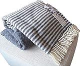 Dunkelblaue Wolldecke mit cremefarbenen Streifen aus 100% skandinavischer Schurwolle, ca 200x130cm mit Fransen, 860g