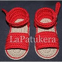 Patucos Sandalias modelo Menorquina para bebé de crochet, de color rojo, 100% algodón, tallas de 0 hasta 12 meses, hechos a mano en España.