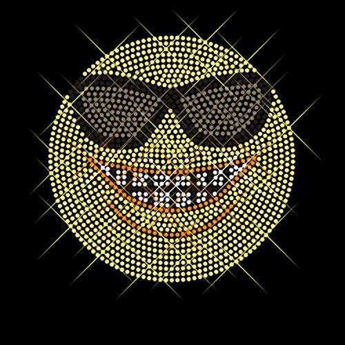 Luxflair© Strassstein Motiv Emoji Sonnenbrille, cooles Strass Bügelbild ca. 12,2 x 12,2cm groß inkl. Anleitung zum einfachen Veredeln von Textilien. Glitzerndes Strassstein Bügelmotiv auf Folie zum Aufbügeln bzw. Aufkleben oder als Applikation. Auch als Rhinestone Hotfix Transfer bekannt. Mehrfarbig in kristallfarben, gelb, dunkelgrau, schwarz.