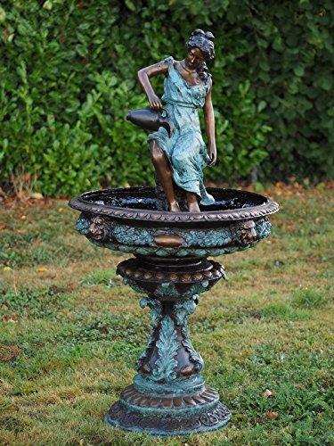 Brunnen mit Frau und Krug – Wasserspeier aus Bronze