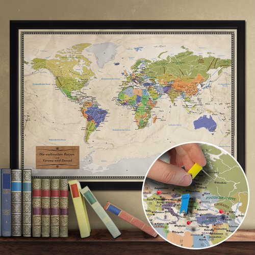 Casa Vivente Edle Reise-Weltkarte - Pinnwand XXL - personalisiert mit [Namen] - im Echtholz-Rahmen mit Stecknadeln und Pins - inkl. individualisierter matt-Goldener Plakette 70 x 100 cm …