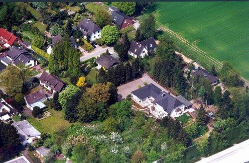 MF Matthias Friedel - Luftbildfotografie Luftbild von Grenzeck in Großhansdorf (Stormarn), aufgenommen am 13.05.01 um 13:55 Uhr, Bildnummer: 1543-02, Auflösung: 3000x2000px = 6MP - Fotoabzug 50x75cm