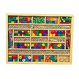 Fädelbox aus Holz, mit unterschiedlichen Anhängern und Holzperlen für bunte Accessoires und Namenskettchen, fördert die Feinmotorik, Kreativität und soziale Kompetenz, für kleine Designer ab 3 Jahren