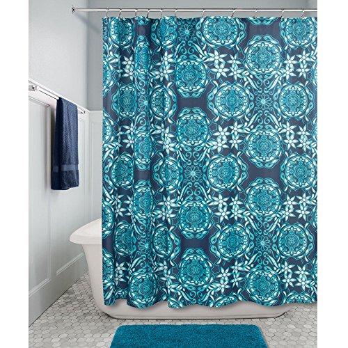 InterDesign Scroll Medallion Duschvorhang | 183,0 cm x 183,0 cm großer Vorhang für Badewanne und Dusche | Duschvorhang mit Ösen und tollem Muster | Polyester marineblau/petrol (Stoff Muster Vorhänge Mit Designer)
