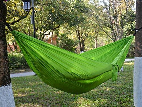 Hamac Parachute en nylon camping grâce extérieur à cordes & mousquetons ¨ C ¨ C portable, léger et résistant aux intempéries ¨ C Idéal pour Voyage, Randonnée, parc, jardin 106''x57'' vert clair