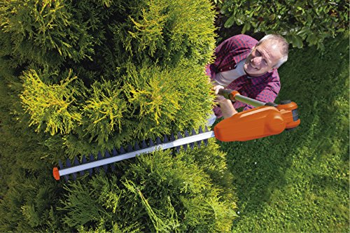 Flymo SabreCut XT Cordless Battery Telescopic Hedge Trimmer, 18 V, Cutting Blade 42 cm