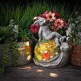 TERESA'S COLLECTIONS Gartenfiguren für Außen Häschen auf Lungenschnecken Gartendeko Figuren aus Kunstharz 23cm Gartenleuchte Wetterfest Solarleuchte für Hof Balkon Terrasse MEHRWEG Verpackung