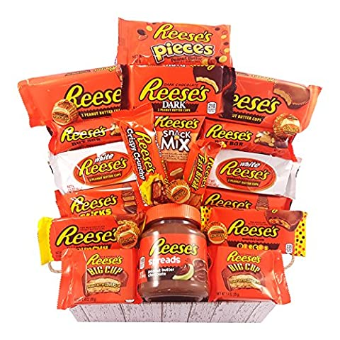 Grand coffret cadeau Reeses   Boîte effet panier osier de 25 pièces   Chocolat beurre de cacahuètes premium   Inclut mini barres beurre de cachuètes et noix, Reeses Big Cup, Pieces