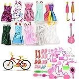 Accesorios para muñecas Barbie de CosCoX, 64 unidades en total: 10 prendas para fiesta; 50 complementos: zapatos, bolsos, collares, espejos, perchas, vajilla; 1 guitarra; 1 bicicleta; 2 paraguas