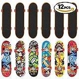 THE TWIDDLERS 12 mini skateboard per dita in 12 diversi disegni: giocattolo perfetto come regalino da festa, per riempire la pentolaccia, miniskateboard per compleanni, Natale e altro